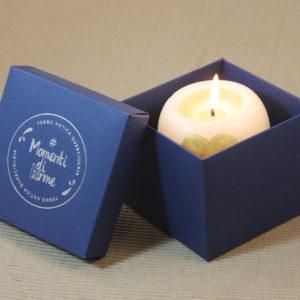 Foto delle scatole per confezioni dello Scatolificio Eugubino - modello Cortina color Blu con candela e stampa a caldo argento