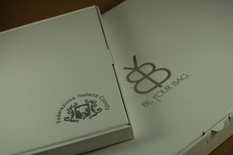 Foto delle scatole per confezioni dello Scatolificio Eugubino - modello Barchetta stampa oro argento Federazione Italiana Cuochi